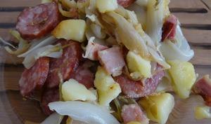 Endives et pommes de terre à la saucisse de Morteau et poitrine fumée