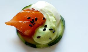 Bouchées apéritives, saumon wasabi et samossa crevettes citron confit