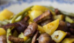Poêlée vegan de noël : haricots verts, pommes de terre, châtaignes et tofu fumé