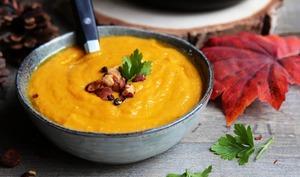 Soupe de carottes et patates douce au lait de coco