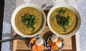 Soupe de patate douce et lentilles au lait d'amande