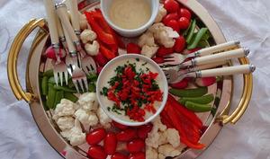 Assiette crudités avec mayonnaise allégée et un dip au gorgonzola de Nigella Lawson