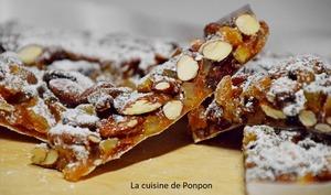 Panforte aux amandes, noisettes, raisins secs et agrumes confits