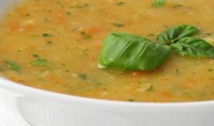 Soupe de légumes et saucisses vegan
