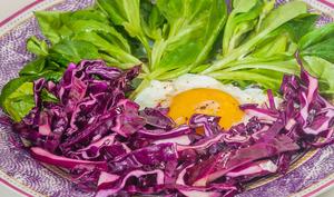 Salade de chou rouge aux oeufs