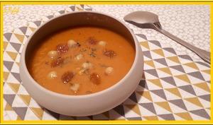 Soupe de pois chiches et carottes à l'orientale