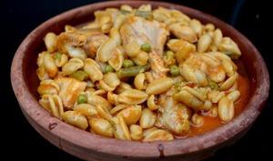Poulet et pâtes sauce tomate épicée