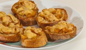 Toasts de crevettes grises au comté