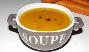 Soupe aux carottes et aux oignons à la nora ojila