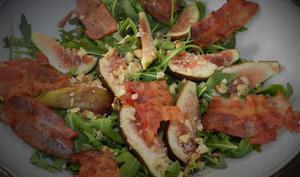 Salade de roquette aux figues et bacon