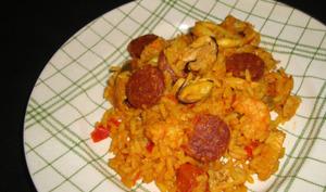 Paella fruits de mer, chorizo et poulet