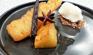 Ananas caramélisé aux épices et son sorbet au yaourt grec
