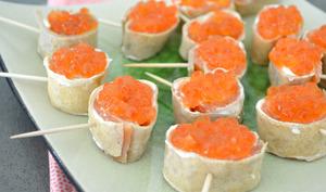 Crêpes roulées apéro au saumon fumé et œufs de saumon