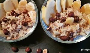 Porridge aux flocons d'avoine et fruits