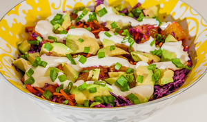 Salade de chou rouge, carotte, orange et avocat