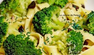 Pâtes nids à la crème de brocoli et ail noir