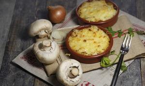 Gratin de purée de pommes de terre à la fondue d'oignons et champignons