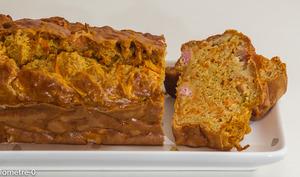Cake salé au jambon et carottes