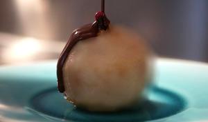 Poire Belle-Hélène au gingembre et piment d'Espelette