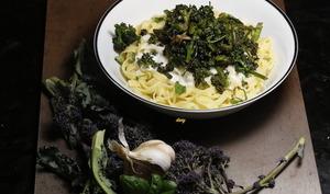 Pâtes fraîches aux brocolis raves et au basilic