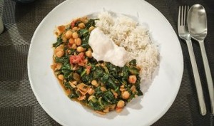 Curry de pois-chiches, épinards et tomates