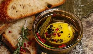 Petits fromages de chèvre à l'huile d'olive