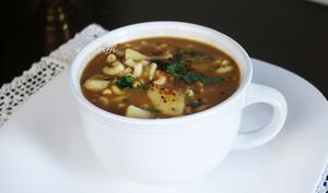 Soupe de pois cassées coquillettes et paprika fort