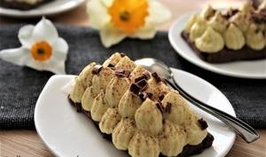 Tartelettes mousse coco-mangue sur pâte au cacao