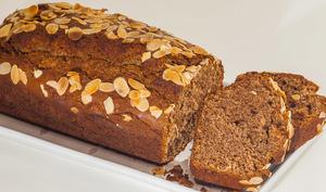 Gâteau du matin à la farine de châtaignes, au jus d'orange et au citron confit maison