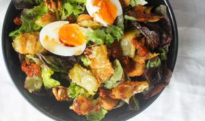 Salade gourmande aux ravioles poêlées