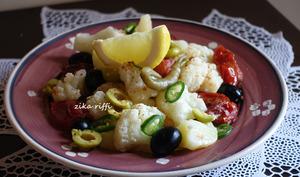 Salade de chou-fleur pommes de terre et tomates braisées vinaigrette à l'ail