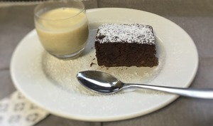 Gâteau mousseux sans sucre aux bananes et chocolat