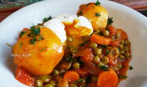 Mijoté de petits pois, carottes pomme de terres aux oeufs mollets