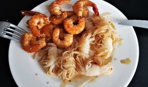 Crevettes sautées et pâtes Konjak