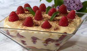 Tiramisu aux biscuits roses et aux framboises