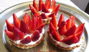 Tartelettes aux fraises et à la crème fouettée