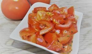 Salade de tomates et de poivron façon salsa criolla argentine