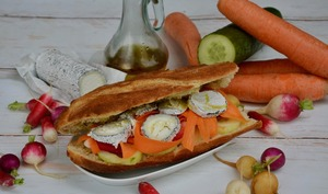 Sandwich chèvre et légumes