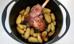 Agneau de Pâques confit à l'ail nouveau et pommes de terre nouvelles