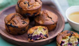 Muffins à la rhubarbe et au cassis