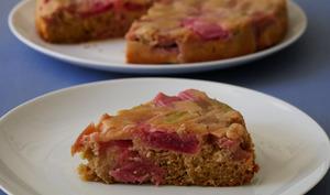 Gâteau au yaourt renversé à la rhubarbe et gingembre
