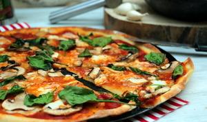 Pizza aux champignons et épinards