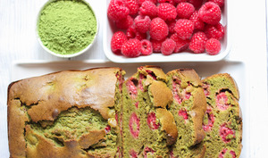 Cake au thé vert matcha et framboises
