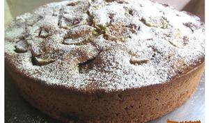 Gâteau très moelleux à la rhubarbe et à la crème fraîche