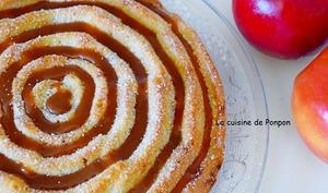 Gâteau moelleux aux pommes flambées et blancs d'oeufs