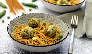 Boulettes végan aux petits-pois et spaghetti sauce curry-coco