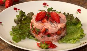 Tartare aux deux saumons et aux fraises