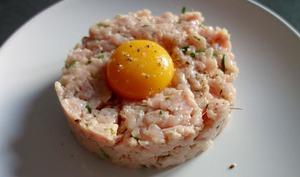 Tartare de veau et feuilles d'huîtres