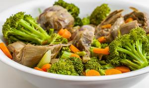 Salade d'artichaut poivrade aux carottes et brocolis