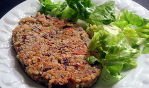 Steaks végétariens, haricots rouges et quinoa